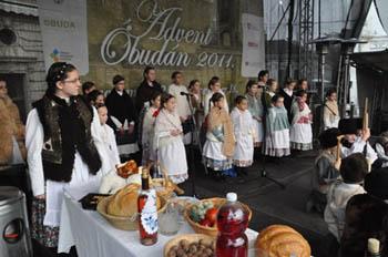 a performance showcasing populart Advent customs