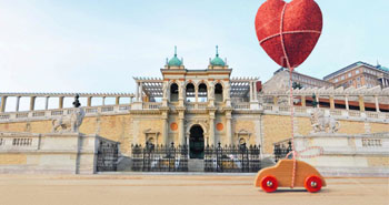 a wooden toy car and a large red balloon at the southern palace of Várkert