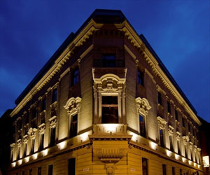Hotel Palazzo Zichy at night