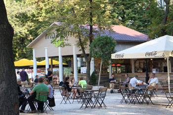 an open air cafe in the National Museum's garden