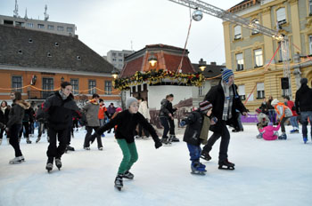 Kids and grown ups ice skating on the Main Sqr