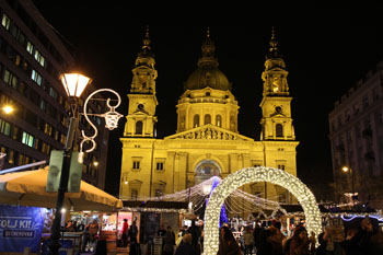 the basilica illuminated at night during the Advent festival