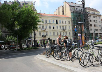 bikers parking their bikes on Károly körút