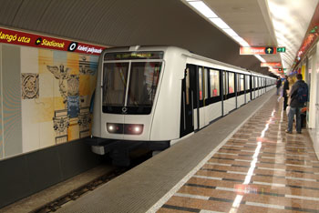 a white metro pulling in one of the stations of the red metro line