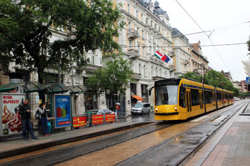 yellow combino tram n Grand Blvd.