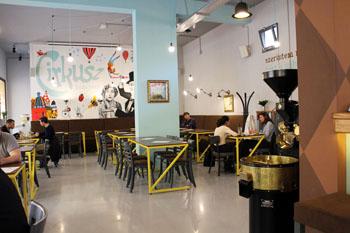Cirkusz Cafe inside