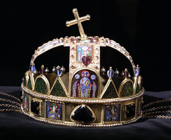 crown of Hungary placed on black velvet