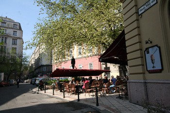 Kammermayer Square with Gerlóczy Cafe