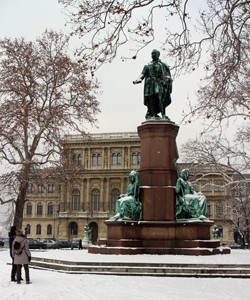 Statue of Szechenyi Istvan