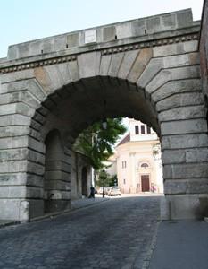 vienna_gate_buda_castle02