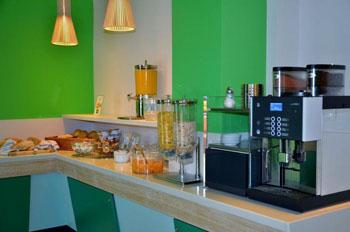 kitchen in Wombats hostel