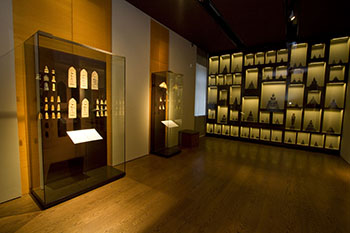 display cabinets in the Zelnik Gold Museum