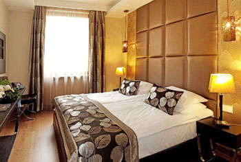 a double room in Continental Hotel Zara