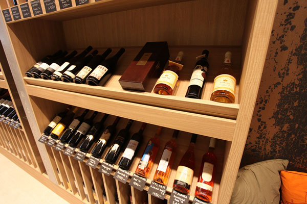 Wide selection of wines to buy