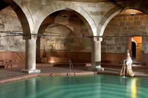 octagonal pool in the Rudas Turkish Bath