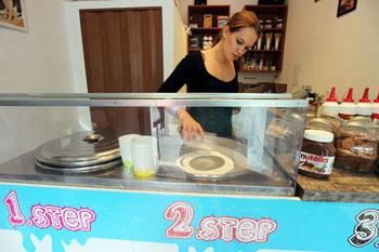 making frozen yogurt in Bp Creamy