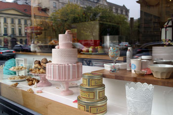 a pink cake in the shopwindow of Cake Shop