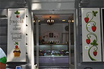 entrance of Fragola in Nagymezo Str.