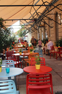 the terrace of Gelateria Pomo D'oro