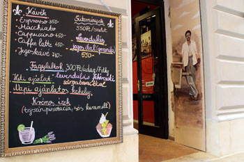 entrance of Gelateria Pomo D'oro in Arany J. utca