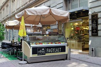 Szamos ice cream counter in Parizsi utca