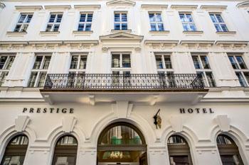 Prestige Hotel Budapest's facade