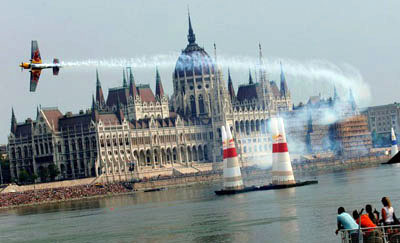 red bull air race-in front of the Parliament