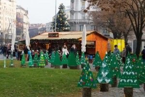 Green cardboard Xmas tree installations