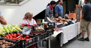 local farmers selling their produce at Közös Piac