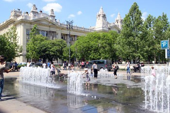 the fountain on the square on a summer day