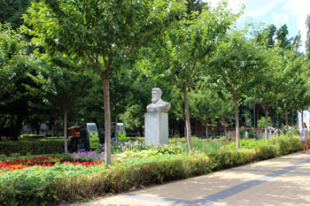 the bust of Andras Mechwart in the park