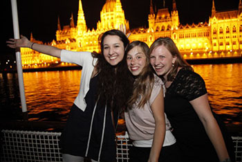 night_party_on_the_danube_budapest03