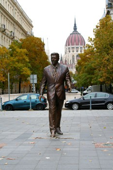 Bronze Statue of Ronald Reagan in Budapest