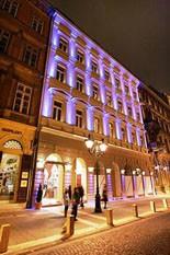Hotel Central Basilica's facade by night