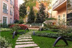 courtyard of Mamaison Residence Izabella
