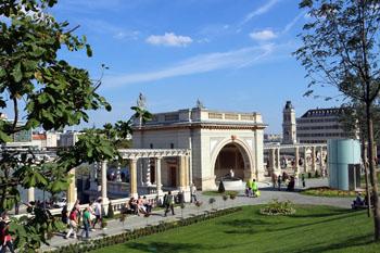 Várkert Bazaar-souther palace as seen from the garden
