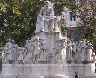 vorosmarty_statue_budapest