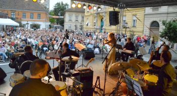 Concert in Obuda, Main square