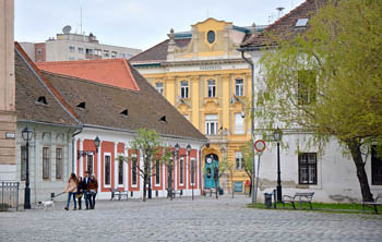 charming houses at the cobble-stoned Main Sqr.
