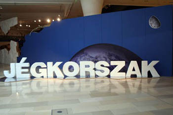 """Ice Age"" written in white 3D block letters in Hungarian"